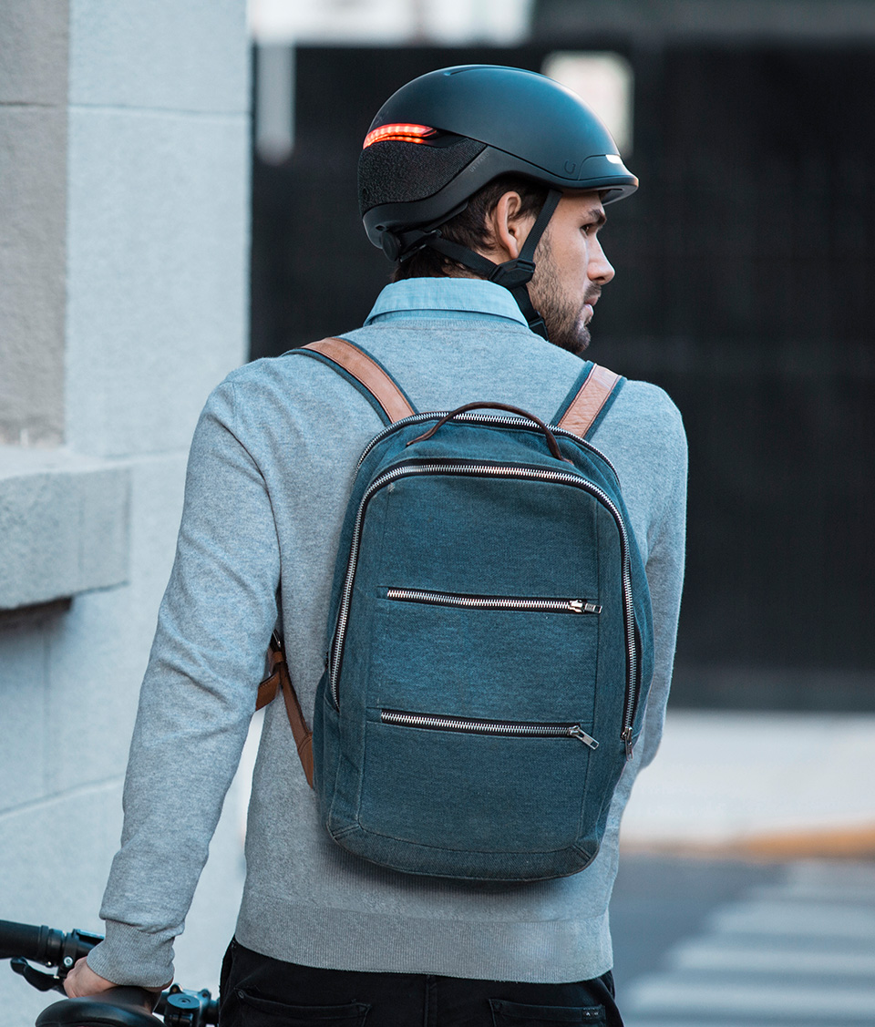 Man wearing Unit1 Faro™ in the street